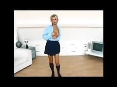 jo guest stripping: vintage hottie .